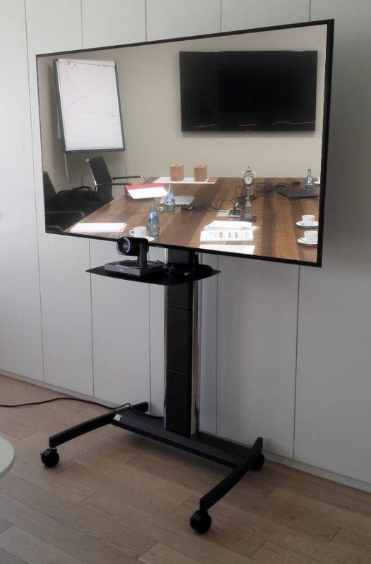 Mobiler Rollstandfuß für Kamera und Bildschirm